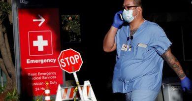 EE.UU. suma 1.429 fallecidos por COVID en las últimas 24 horas y llega a 165.909