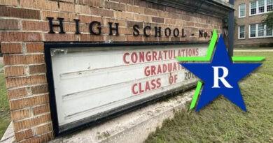 Se revela el logotipo de Riverside High School recientemente renombrado