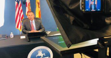 El alcalde Lenny Curry impulsa las vacunas COVID-19, pero se opone al mandato de máscaras y cierres